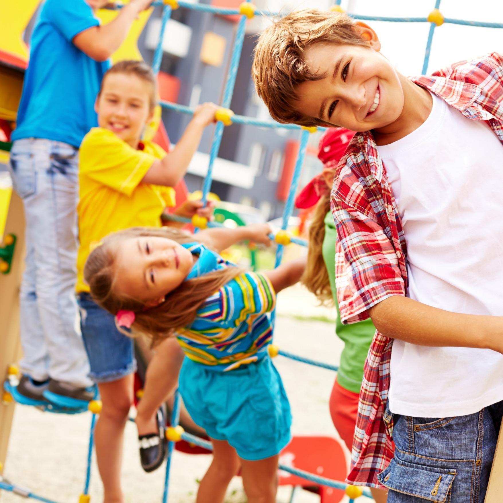 Les enfants qui jouent dehors seraient plus épanouis !